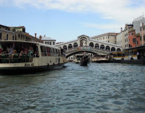 ヨーロパの美しい水 ゴンドラ運河巡り(イタリア)