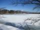 結氷している明神池