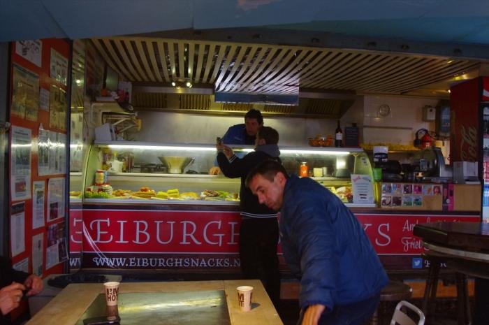 アムステルダムバス近くのカフェ (1)