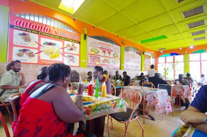 ウガンダのレストラン (5)