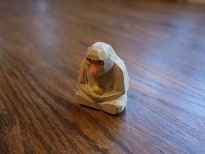 猿の木彫り