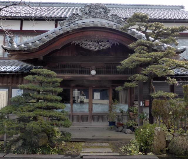 旧醒井小学校玄関1