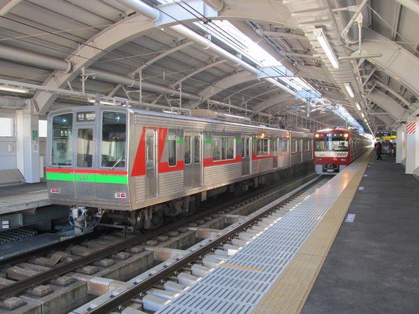 京成押上線を走る車両では最古参となった千葉ニュータウン鉄道9000形と最新の京急新1000形