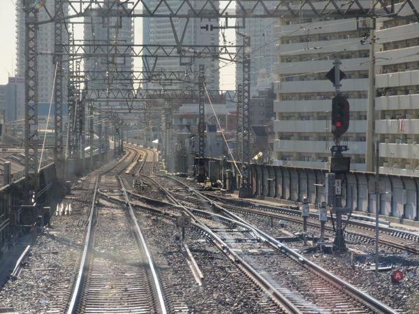 八広駅停車中の上り列車から見た地上区間との接続地点跡