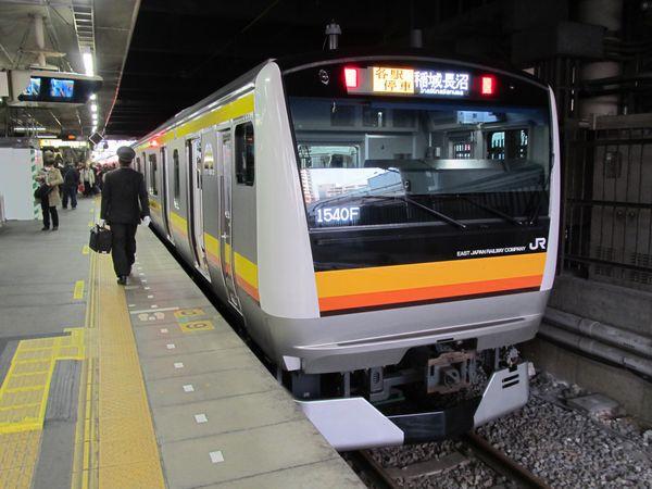 南武線(本線)E233系8000番台。現在の南武線の主力車両。