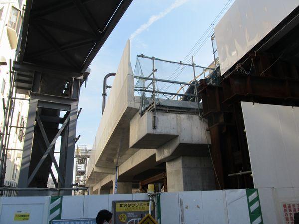 盛土からコンクリート製の高架橋に改築された井の頭線渋谷方。
