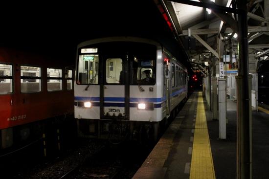 ①三次駅夜明け前 (550x366)