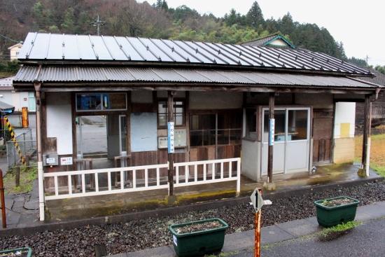 ⑭石見梁瀬駅 (550x367)