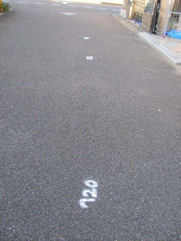 道路に落書き?
