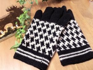 写真 編み込み模様の手袋 横
