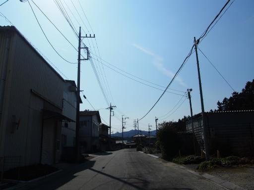 20160227・越生梅見・空04・新しき村前の八高線踏切