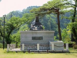 栃尾城/謙信公像