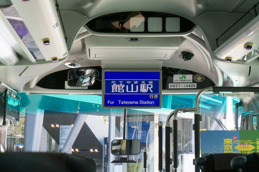 館山行きの高速バスに乗り込む