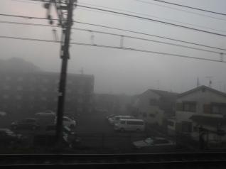 濃霧の中を走行