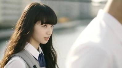 高校の部活の帰りに憧れの先輩に出会う小松奈菜さん