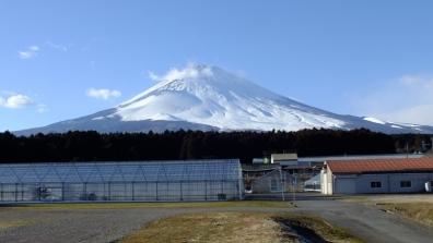瞬間に姿や形が変わっていく富士山を写真撮影