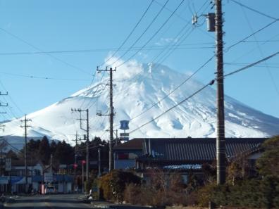 御殿場市から巨大な富士山を車内から撮影した