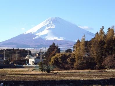 富士山を背景に写真を撮れる場所を探してる時の富士山を車内から写真撮影した