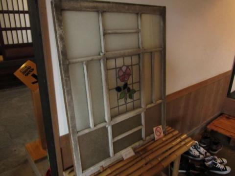 旧商家丸一本間家のステンドグラス