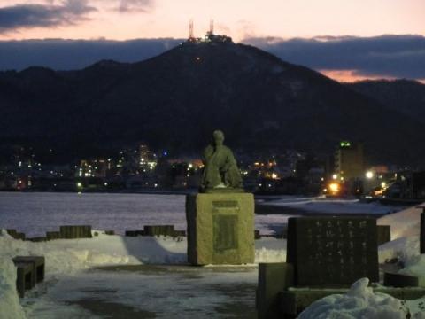 石川啄木像と函館山