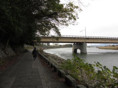 吉田城水門跡と吉田大橋