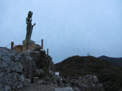 岩屋観音と大蔵山
