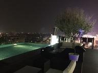 最上階プール&バー夜景