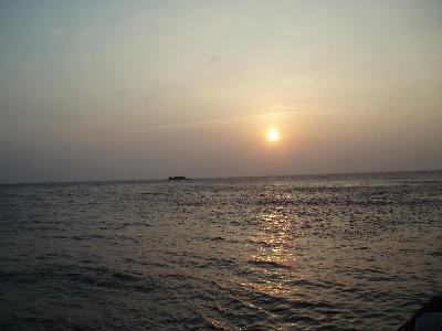 夕日に映える沖グロ