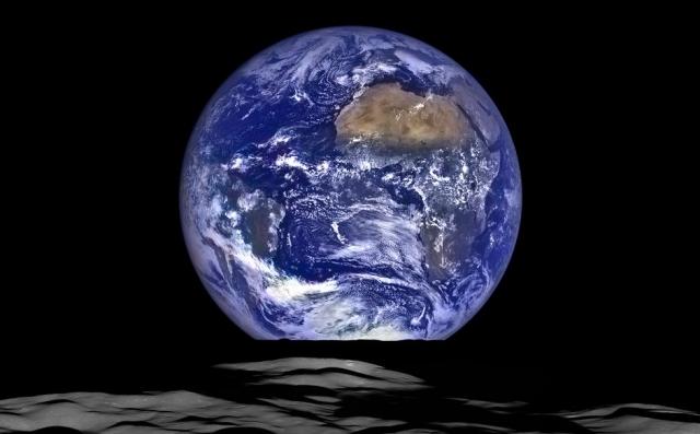 今年もまたまたまたまたご一緒に267億468万4800キロメートルの宇宙旅行をいたしましょう。