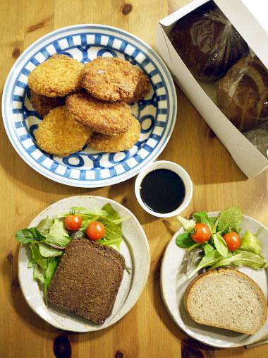「海街diary」(吉田秋生)のドイツパンのコロッケサンド