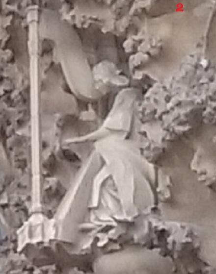 S 20151018_163039 生誕のファサード演奏する天使右上2
