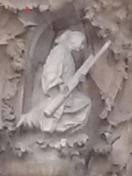 S 20151018_163039 生誕のファサード演奏する天使左上1