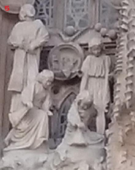 S 20151018_163039 生誕のファサード演奏する天使中左5