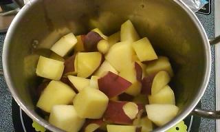 サツマイモとりんごちゃん煮るべし