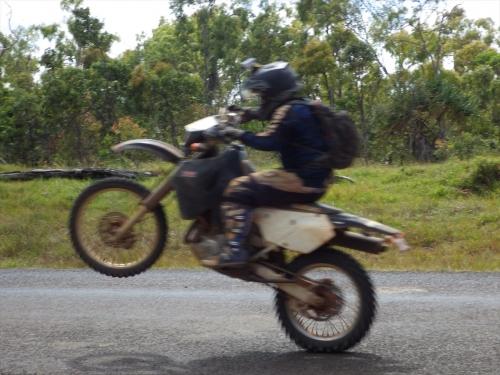 20150822_100918_EndeavourBattlecampRoad_wheelie.jpg