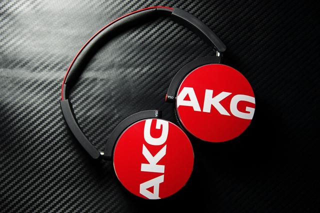 AKG_Y50_02.jpg