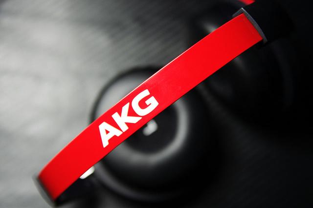 AKG_Y50_07.jpg
