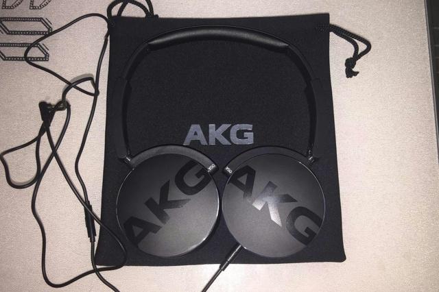 AKG_Y50_08.jpg