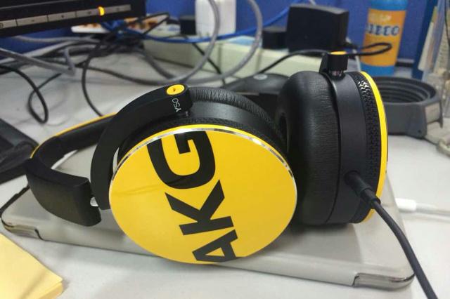 AKG_Y50_10.jpg