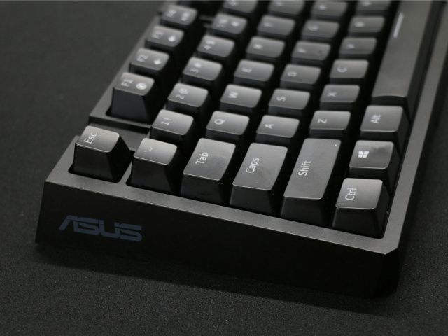 ASUS_M801_01.jpg