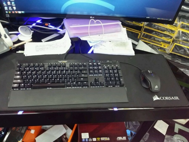 Corsair_Fake_Mousepad_05.jpg