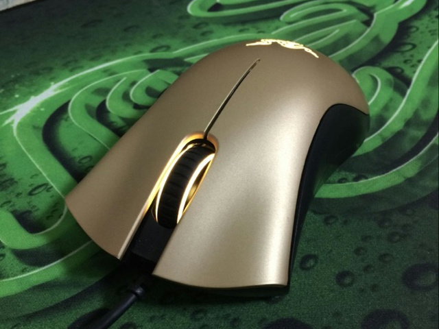 DeathAdder_Gold_02.jpg