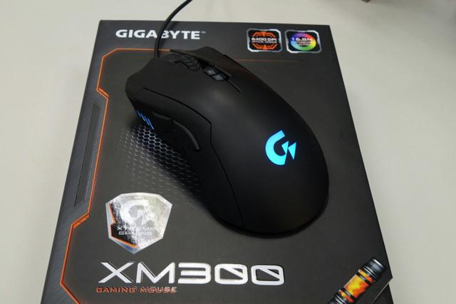 GIGABYTE_XM300_06.jpg
