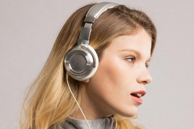 Mi_Headphones_Silver_08.jpg