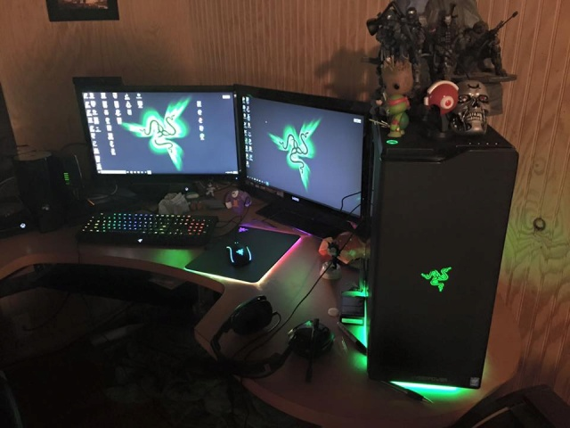 PC-Desk_Razer10_01.jpg