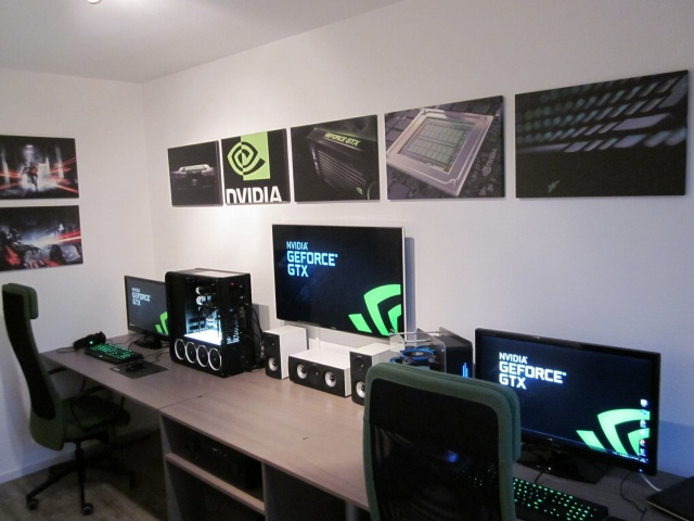 PC-Desk_Razer10_05.jpg