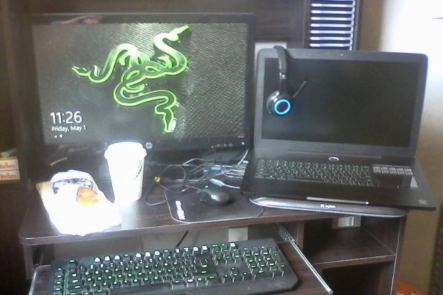 PC-Desk_Razer10_32.jpg