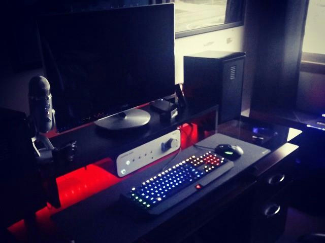 PC-Desk_Razer10_34.jpg