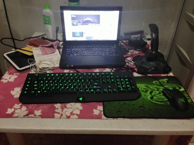 PC-Desk_Razer10_41.jpg
