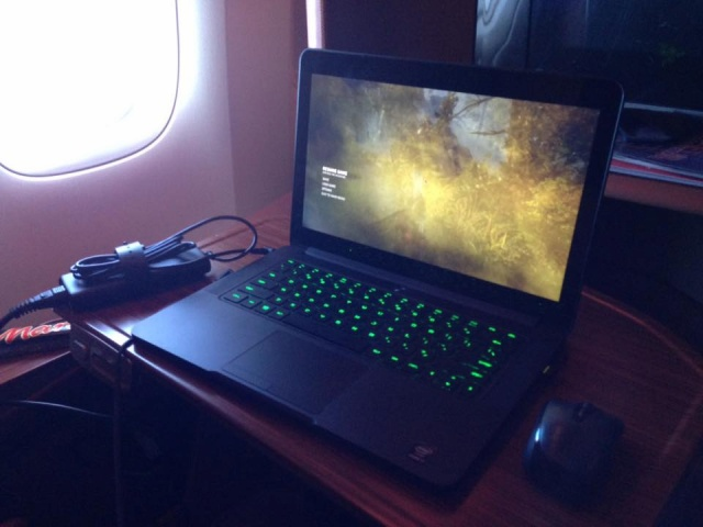 PC-Desk_Razer10_49.jpg